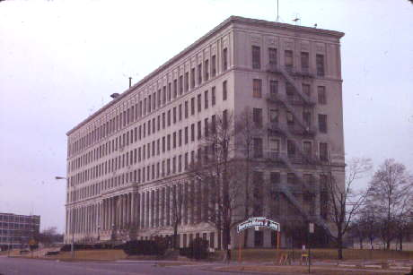 The Jeep administration building before its demolition. Courtesy of the Toledo-Lucas County Public Library, obtained from http://images2.toledolibrary.org/